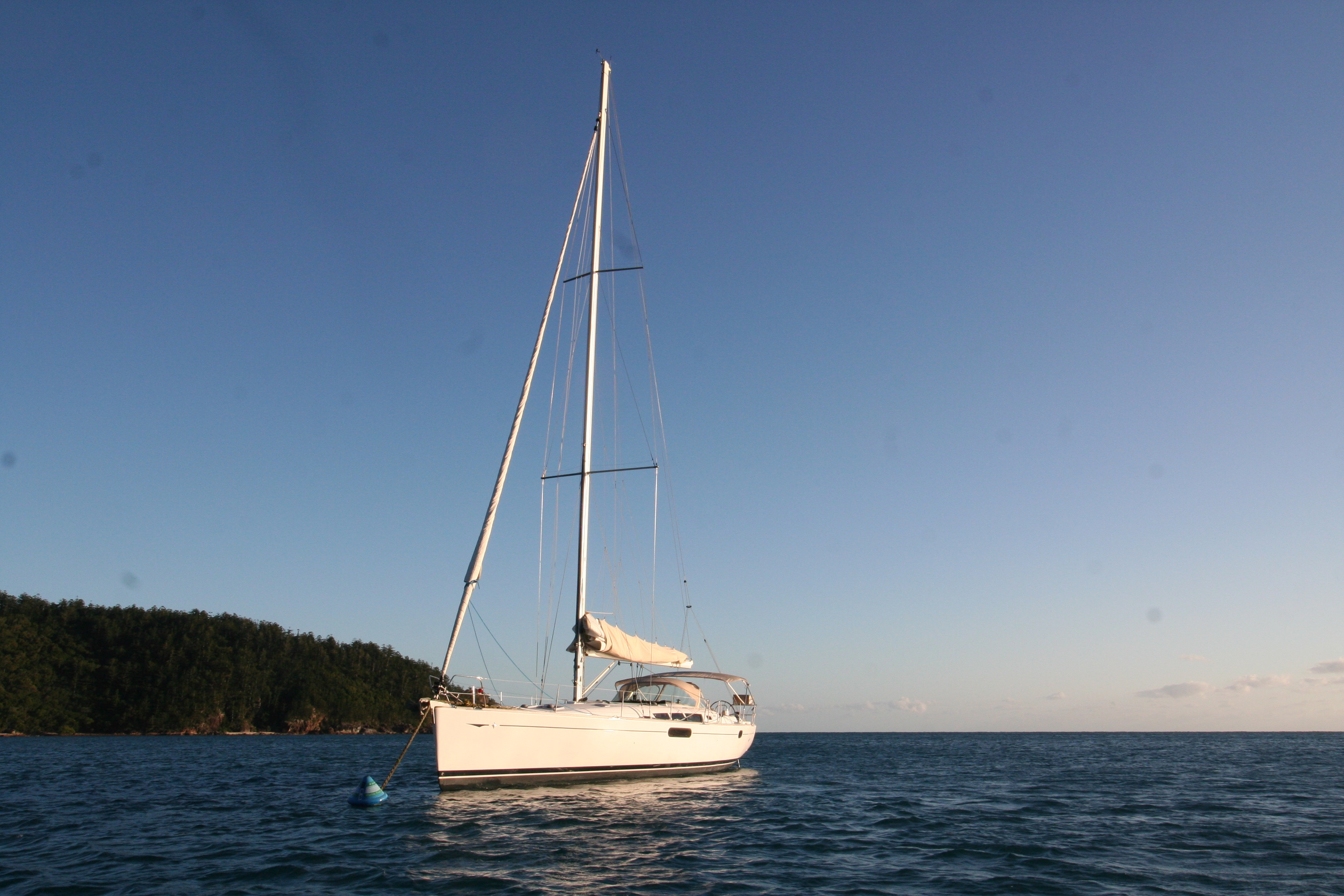 Avant at anchor, Butterfly Bay